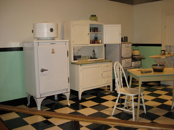 Fauxsuper blogs for 1940s kitchen cabinets